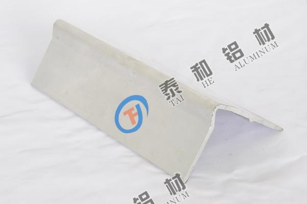 GY007振动板型材